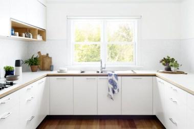 Minimalist Small White Kitchen Design Ideas 21
