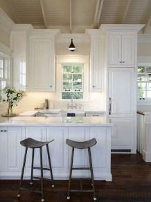 Minimalist Small White Kitchen Design Ideas 37