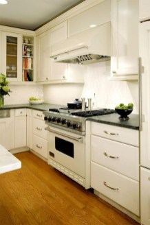 Minimalist Small White Kitchen Design Ideas 45