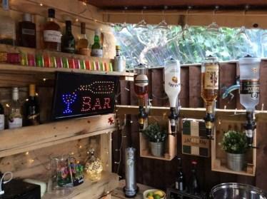 Cheap And Easy DIY Outdoor Bars Ideas 03