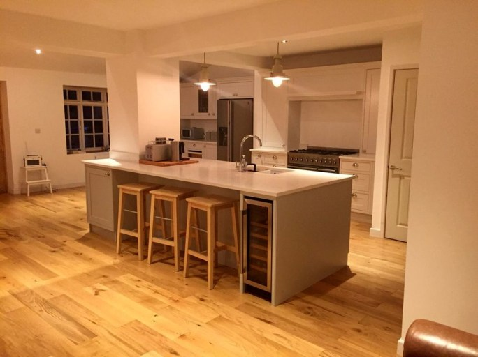 Magnificient Open Plan Kitchen With Feature Island Ideas 19