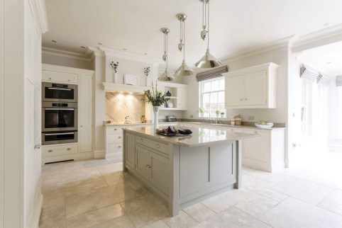 Magnificient Open Plan Kitchen With Feature Island Ideas 23