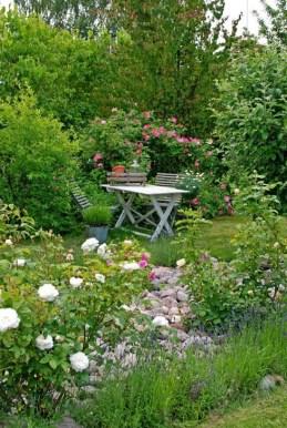 Romantic Backyard Garden Ideas You Should Try 17