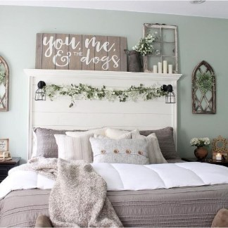Charming Bedroom Furniture Ideas To Get Farmhouse Vibes 09