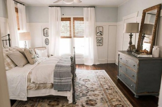 Charming Bedroom Furniture Ideas To Get Farmhouse Vibes 16