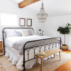 Charming Bedroom Furniture Ideas To Get Farmhouse Vibes 43