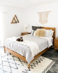Lovely Bedroom Ideas With Beautiful Rug Decoration 05