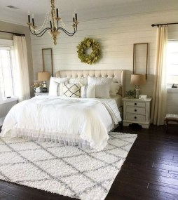 Lovely Bedroom Ideas With Beautiful Rug Decoration 20