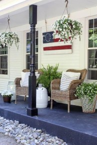 Super Patriotic Porch Independence Day Decoraion Ideas 05