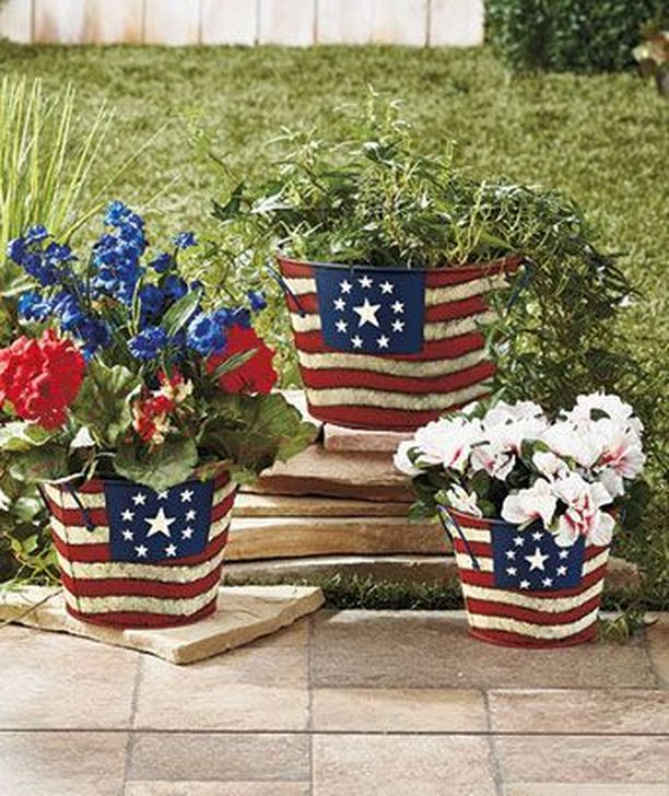 Super Patriotic Porch Independence Day Decoraion Ideas 18