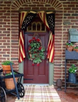 Super Patriotic Porch Independence Day Decoraion Ideas 24