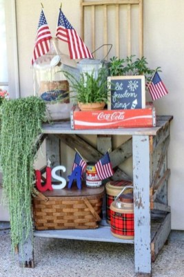 Super Patriotic Porch Independence Day Decoraion Ideas 41