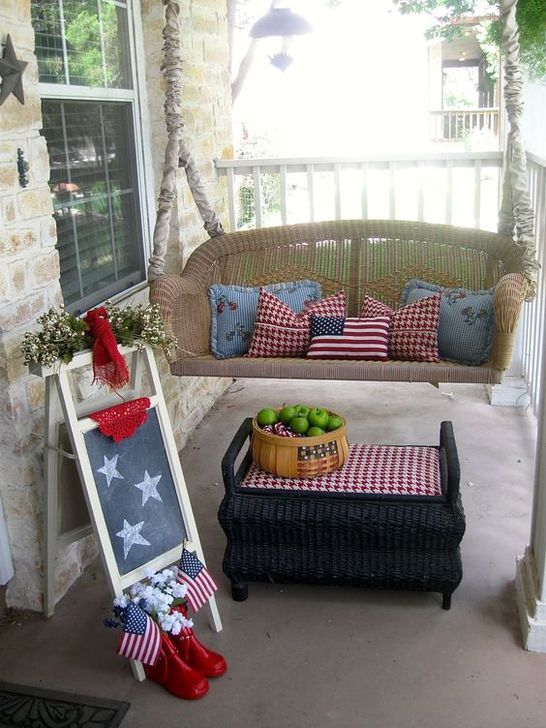 Super Patriotic Porch Independence Day Decoraion Ideas 48
