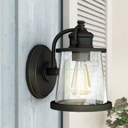 Classy Traditional Outdoor Lighting Ideas For Your House 20