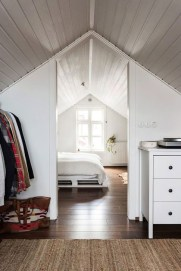 Comfy Attic Bedroom Design And Decoration Ideas 16
