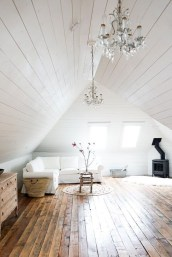 Comfy Attic Bedroom Design And Decoration Ideas 21