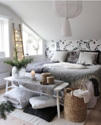 Comfy Attic Bedroom Design And Decoration Ideas 23