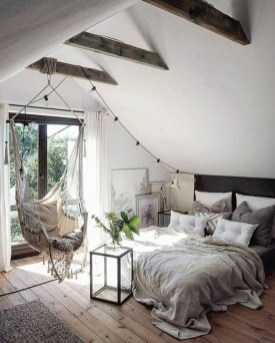 Comfy Attic Bedroom Design And Decoration Ideas 26