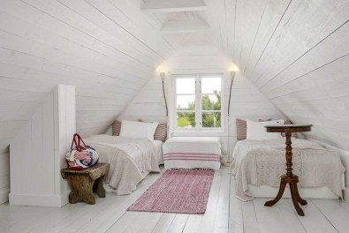 Comfy Attic Bedroom Design And Decoration Ideas 33
