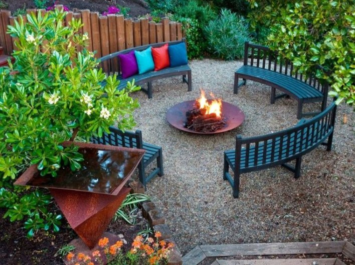 Impressive Seating Area In The Garden For Decoration 26