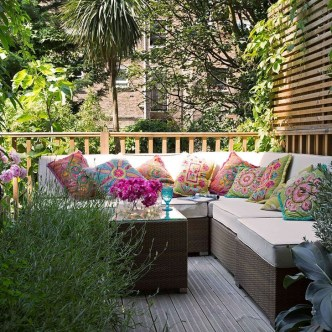 Impressive Seating Area In The Garden For Decoration 29