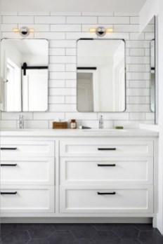 Inspiring Bathroom Decoration Ideas With Farmhouse Style 36