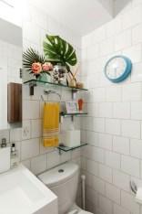 Perfect Glass Shelves Ideas For Bathroom Design 15