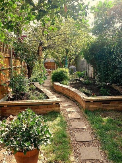 Extraordinary Vegetables Garden Ideas For Backyard 31