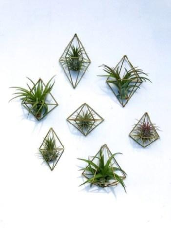 Inspiring DIY Vertical Plant Hanger Ideas For Your Home 27