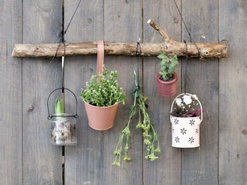 Inspiring DIY Vertical Plant Hanger Ideas For Your Home 41