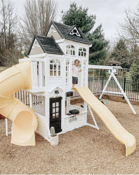 Marvelous Outdoor Playhouses Ideas To Live Childhood Adventures 50
