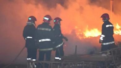 صورة خنيفرة : حريق مهول يأتي على سوق أسبوعي بأكمله و يحوله إلى رماد