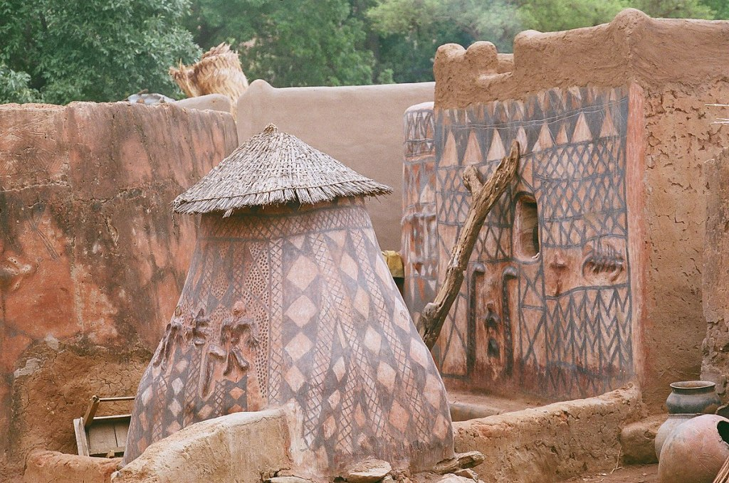 ಟಿಬಿಲೆ ಮಣ್ಣಿನ ಮನೆ, mud house