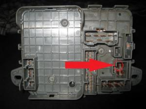 Fuse box continuity (starter wire)  HondaTech  Honda Forum Discussion