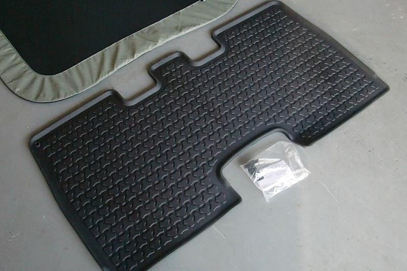 Honda Element Rear Floor Mat and Rear Sunroof Shade