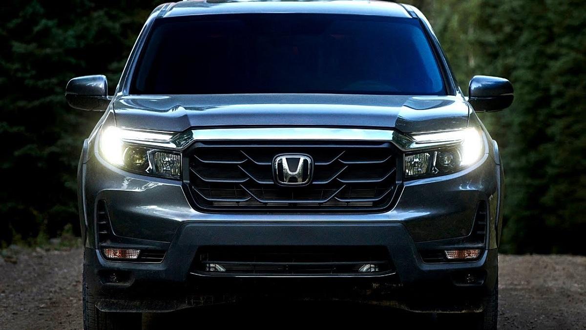 2022 Honda Ridgeline Hybrid front