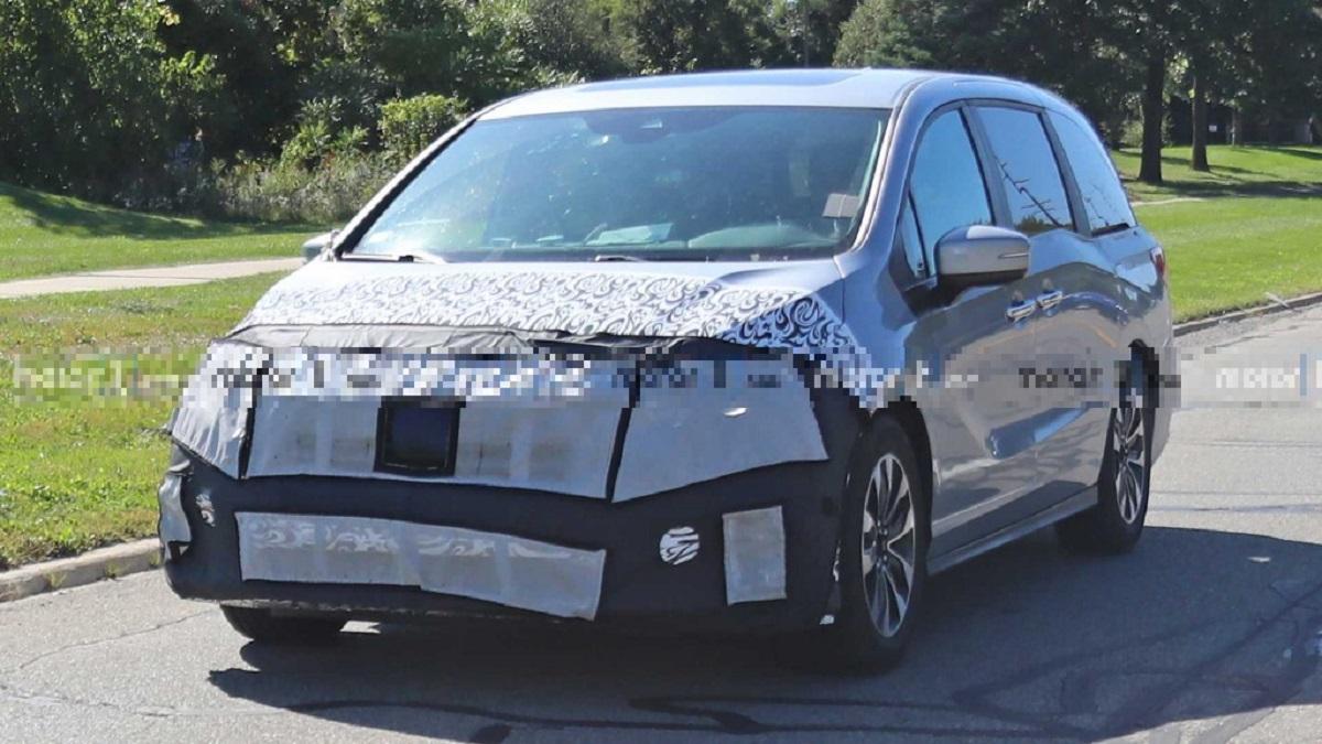 2023 Honda Odyssey Hybrid front