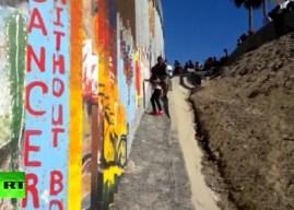 VIDEO: Migrantes centroamericanos escalan la valla fronteriza entre México y EE.UU.