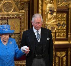 La escena del príncipe Carlos que ha hecho que a Isabel II ya no le guste 'The Crown'
