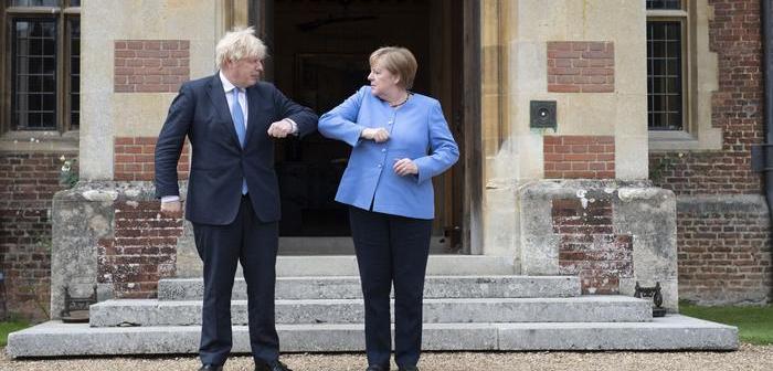 """Merkel y Johnson acuerdan """"nuevo capítulo"""" en relaciones bilaterales"""