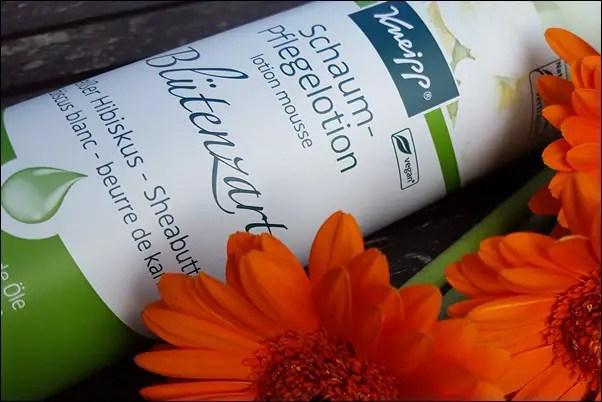 Kneipp Schaum-Pflegelotion Blütenzart und Wachgeküsst