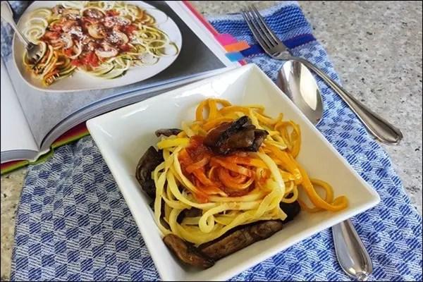 Das Women's Health Kochbuch - Zucchininudeln mit Mandelsauce