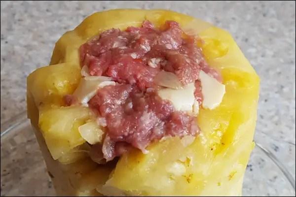 Stuffed Ananas - gefüllte Ananas mit Hackfleisch