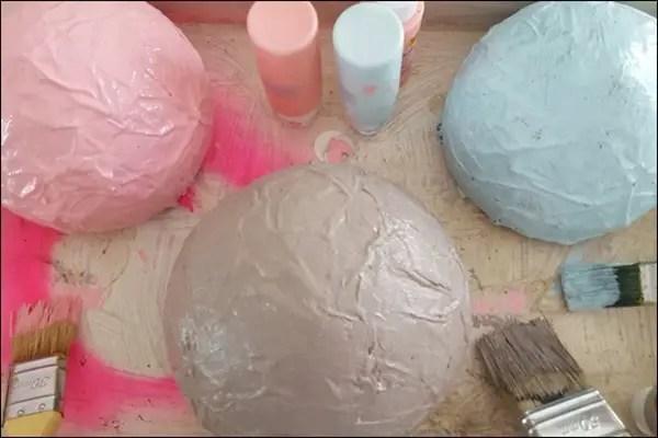 DIY Schalen mit Kreidefarbe zum Muttertag mit Kosmetik und Mädchenkram