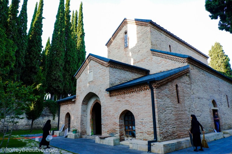 nuns-at-bodbe-monastery-managing-the-estate-monastic-complex