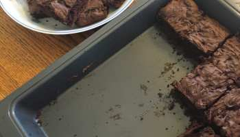 brownies egg-less cut tray serve