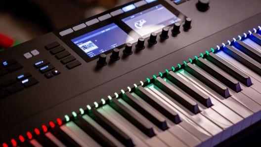 electric musical keyboard