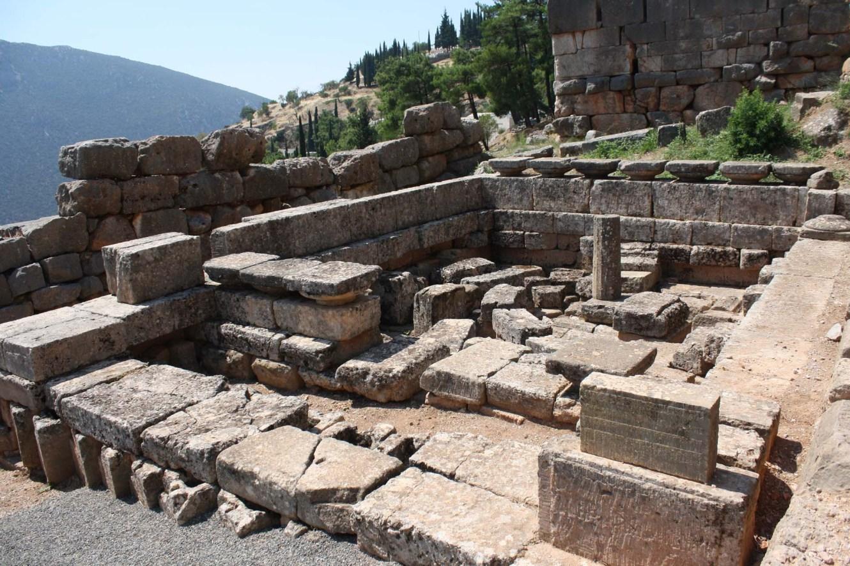 Vieux temple de Delphes en ruines