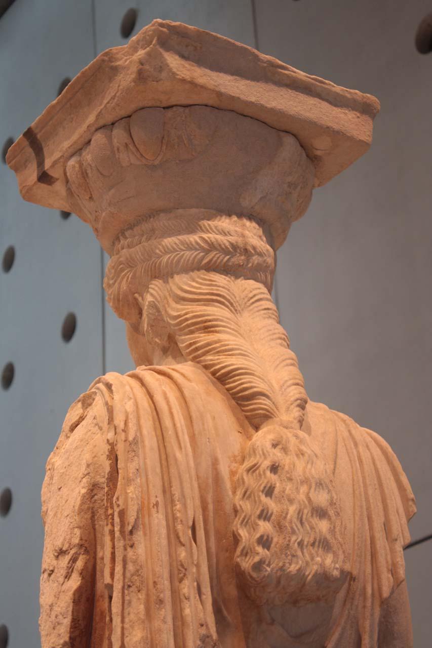 Tresses d'une Cariatide dans le musée de l'Acropole à Athènes
