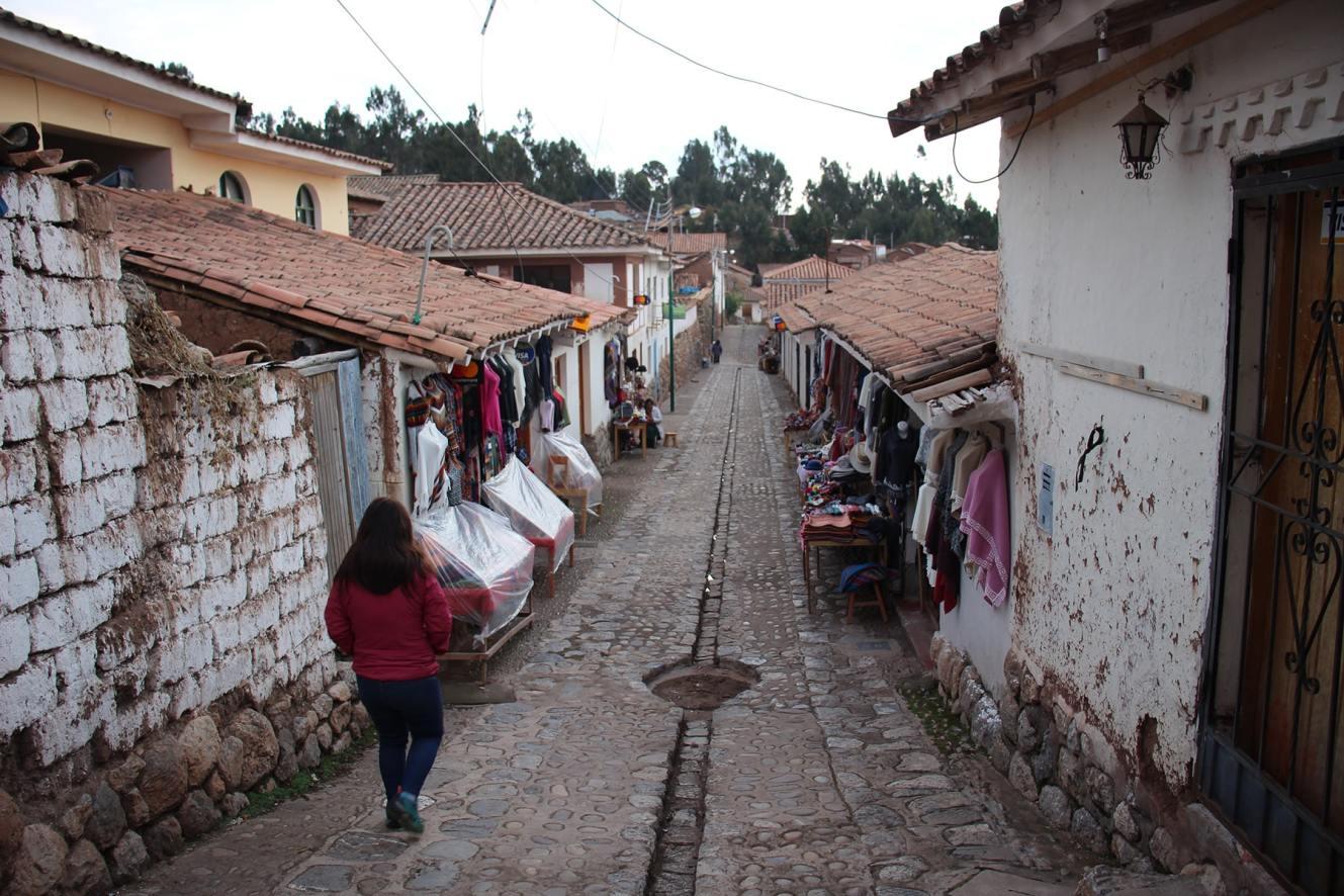 Chinchero descending street
